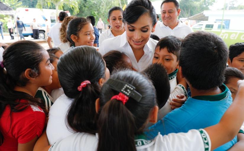 Atiende Laura Fernández a niños de LeonaVicario