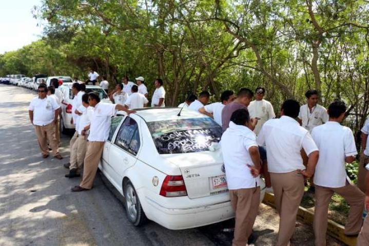 Taxistas de Puerto Morelos vivieron un 2017convulso