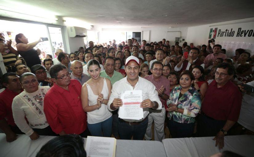 Realiza Juan Carrillo Soberanis preregistro como aspirante a precandidato del PRI para la Presidenciamunicipal