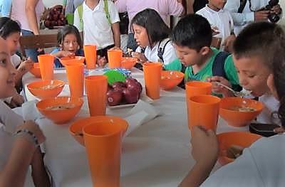 Agradecen padres de familia a Gobierno de Isla Mujeres por comedorescolar