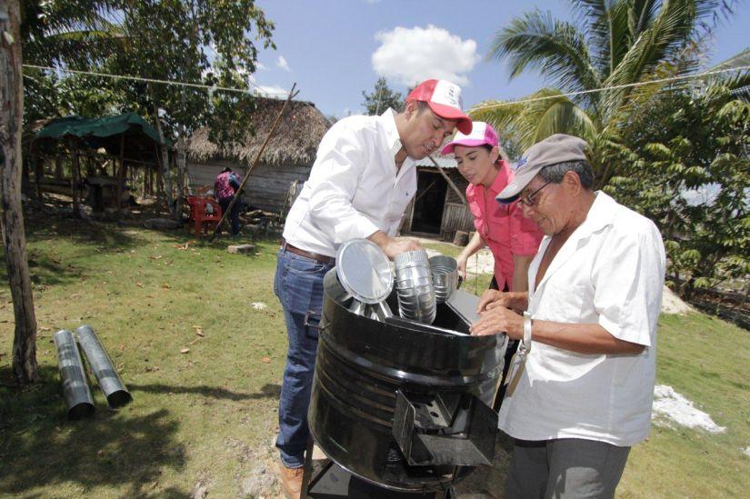 Ayuntamiento Isla Mujeres y DIF entregan estufas ecológicas a familiasisleñas