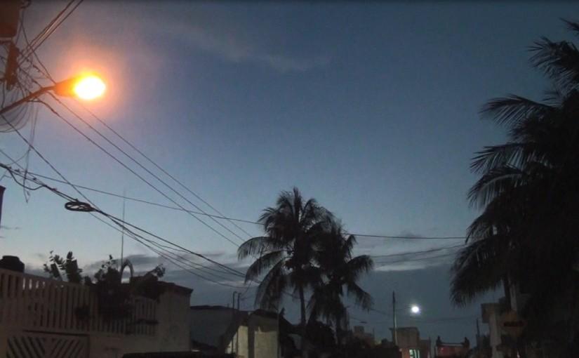 Logra Gobierno de Isla Mujeres calles y avenidas mejor iluminadas con reparación e instalación deluminarias
