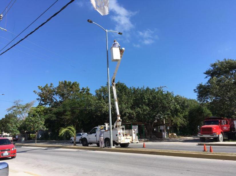 Reparan luminarias en avenida RanchoViejo