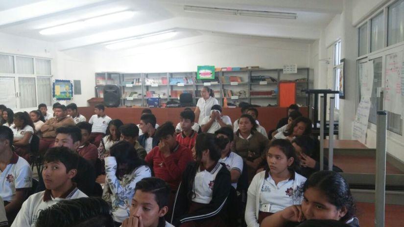 Llevan a jóvenes de la Zona Continental plática 'Descubriendo e imaginando fronteras'