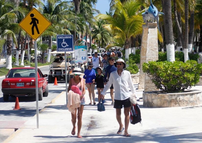 Recibe Isla Mujeres a visitantes con playas limpias ycertificadas