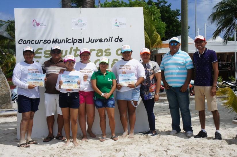 Realizan Primer Concurso de Esculturas de Arena en IslaMujeres