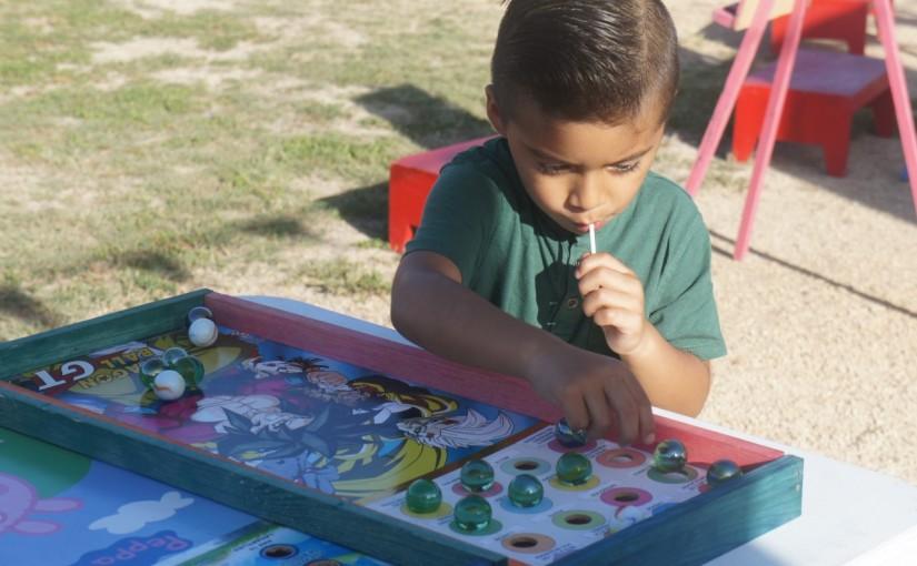 Niñas y niños contentos con la realización de Feria de laNiñez