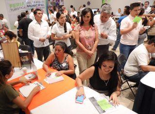 IMPULSA-LAURA-FERNÁNDEZ-A-PUERTO-MORELOS-COMO-MUNICIPIO-COMPETITIVO-Y-EMPRENDEDOR-2