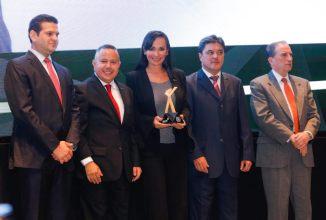 OTORGAN-A-LAURA-FERNÁNDEZ-PREMIO-POR-MEJOR-GESTIÓN-INTEGRAL-MUNICIPAL-DE-QUINTANA-ROO-1