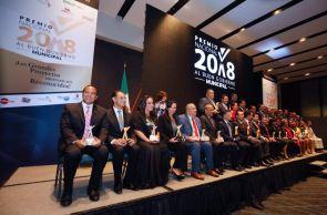 OTORGAN-A-LAURA-FERNÁNDEZ-PREMIO-POR-MEJOR-GESTIÓN-INTEGRAL-MUNICIPAL-DE-QUINTANA-ROO-2