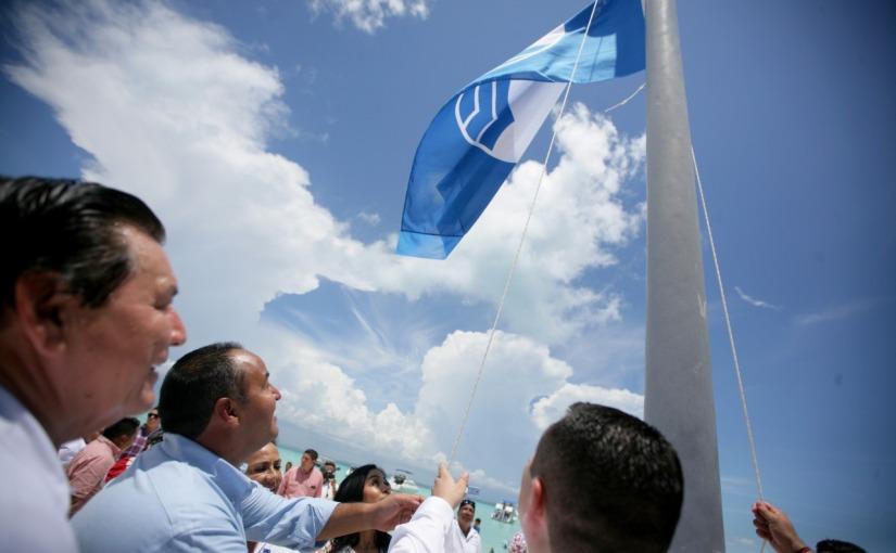"""REALIZA JUAN CARRILLO IZAMIENTO DE BANDERA """"BLUE FLAG"""" EN ISLAMUJERES"""